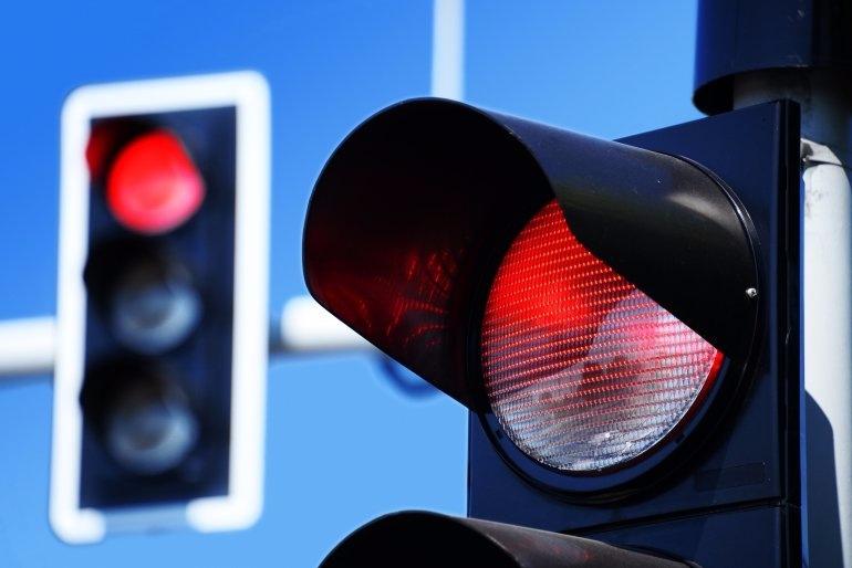 подумал нарушение за проезд красный свет переместил